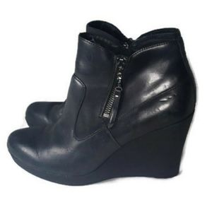 UGG Meredith Black Wedge Leather Ankle Boots 9